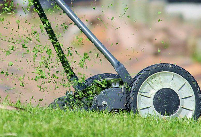 Come-tagliare-l'erba-del-giardino